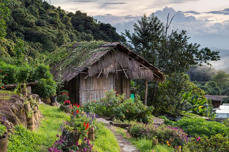 770 Sensationell Nord Doi Pui Mong Hill Tribe Village Chiang Mai shutterstock 337882922