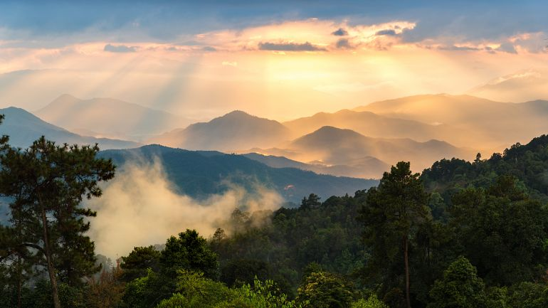 770 Sensationell Nord Huai Nam Dung National Park Mae Tang shutterstock 570643624